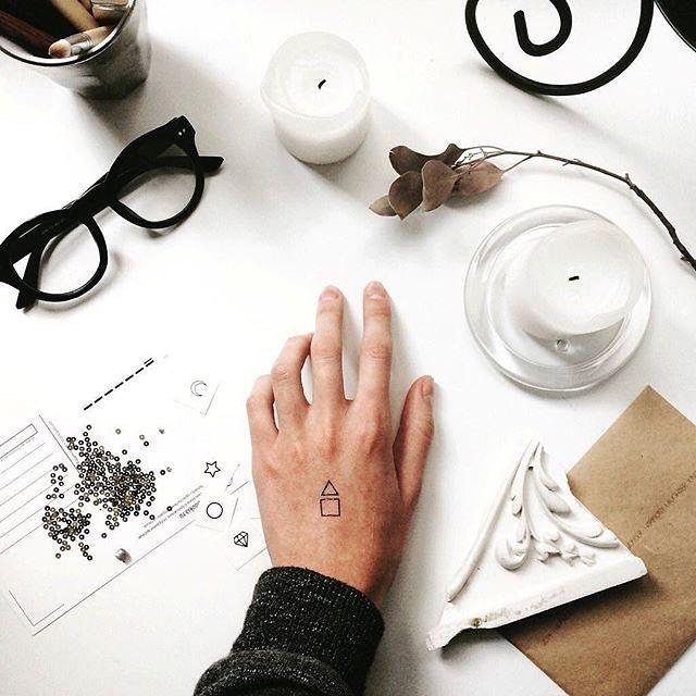 80 Tattoos on the Lovely Hand (the most effective images!)