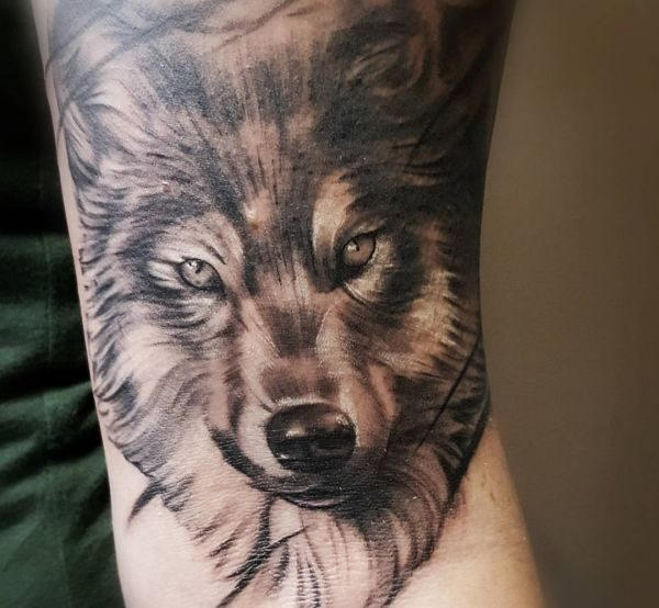 26 wolf tattoo concepts footage and that means nexttattoos. Black Bedroom Furniture Sets. Home Design Ideas