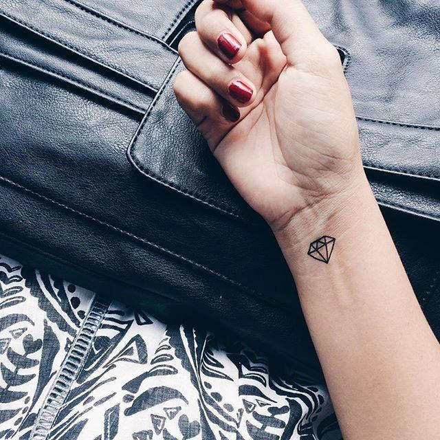 120 Tattoos on the Wrist (probably the most lovely photographs!)