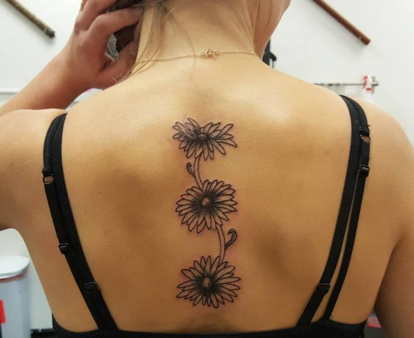 33 stunning daisy tattoos and their meanings