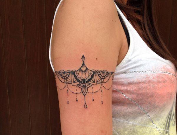 essentially the most stunning bracelet tattoos for ladies nexttattoos