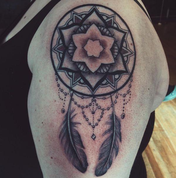 tattoo motive frau mandala