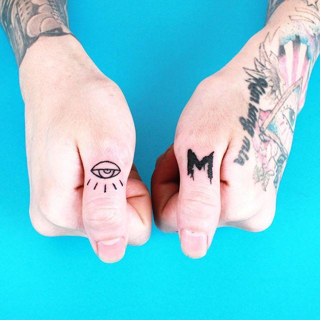 90 Tattoos on the Finger - Stunning and Inventive Fashions
