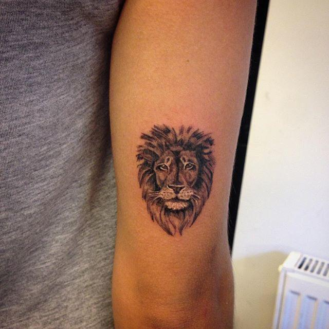 65 Superior lion tattoos for animal followers