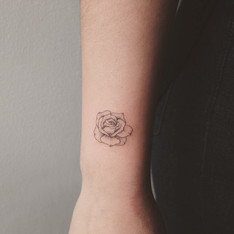 Pink tattoo: 20 concepts for a classy and minimalist tattoo