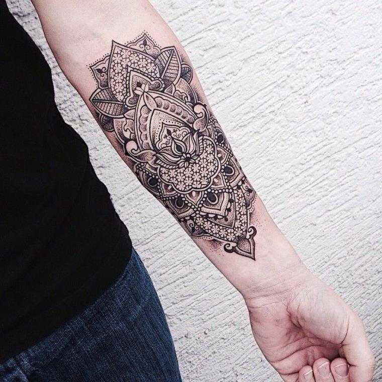 Ladies's forearm tattoo in all its kinds - uncover!