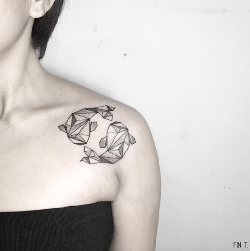 Fashionable Shoulder Strap Tattoos for Ladies With Model