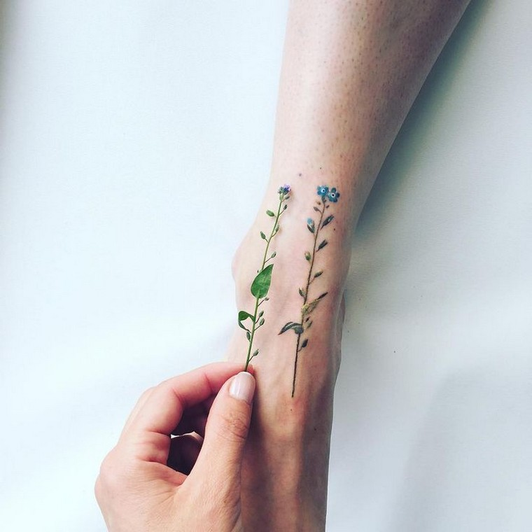 Flower tattoo: concepts, meanings and picture choice