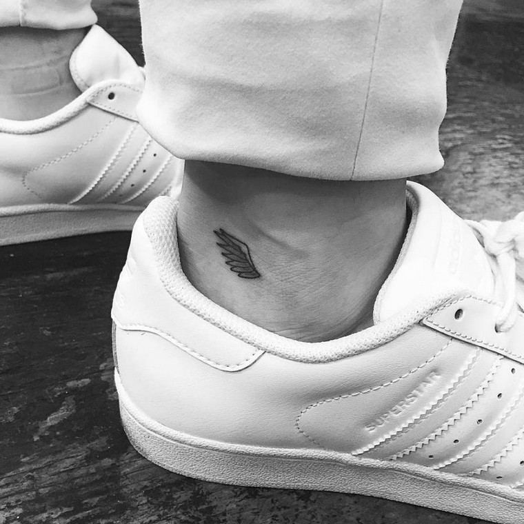 Ankle tattoo: small, delicate and excellent for summer time