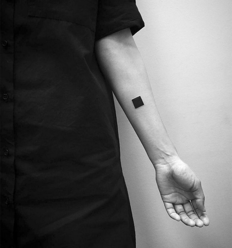 Geometric tattoo: meanings and concepts in footage