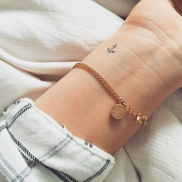 Discrete little tattoo concepts in 13 minimal and chic choices