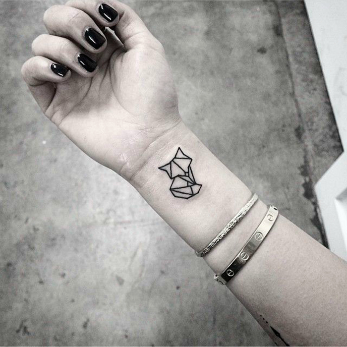 20 little tattoos filled with emotions