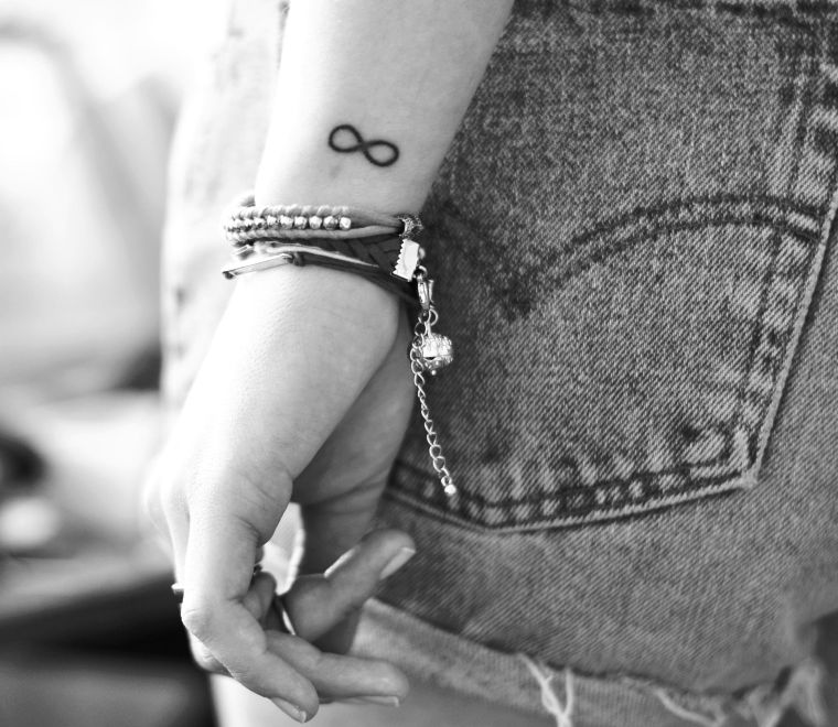 The infinite tattoo seduces you?  Zoom on the image and tattoo patterns!